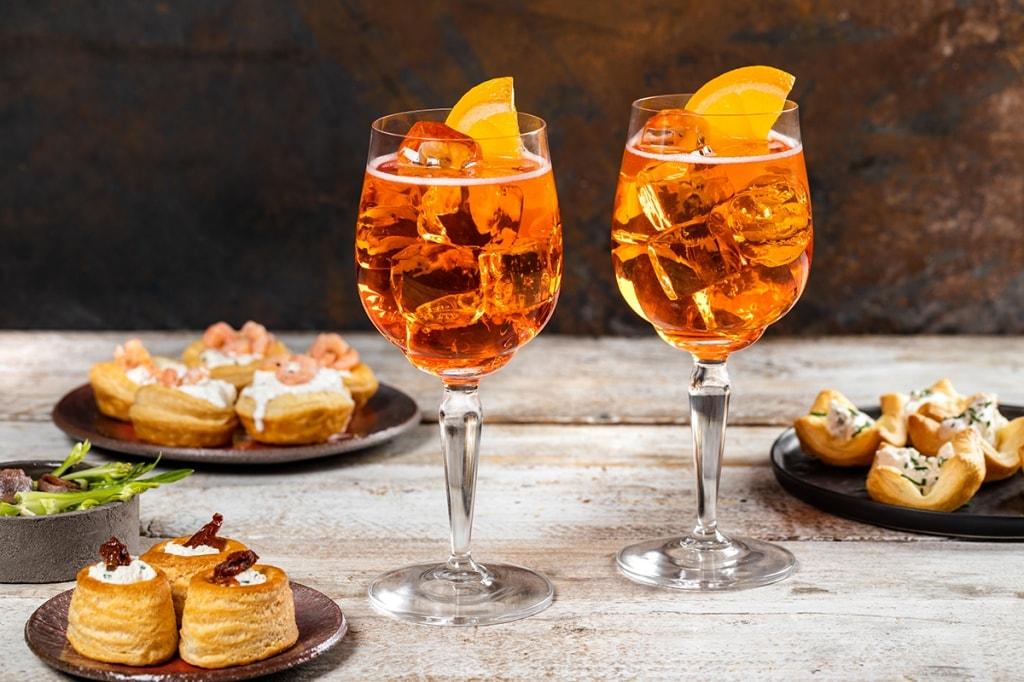 Ricetta Spritz A Casa.15 Ricette Perfette Da Abbinare Con Aperol Spritz Per L Aperitivo A Casa Durante Le Feste Cucchiaio D Argento