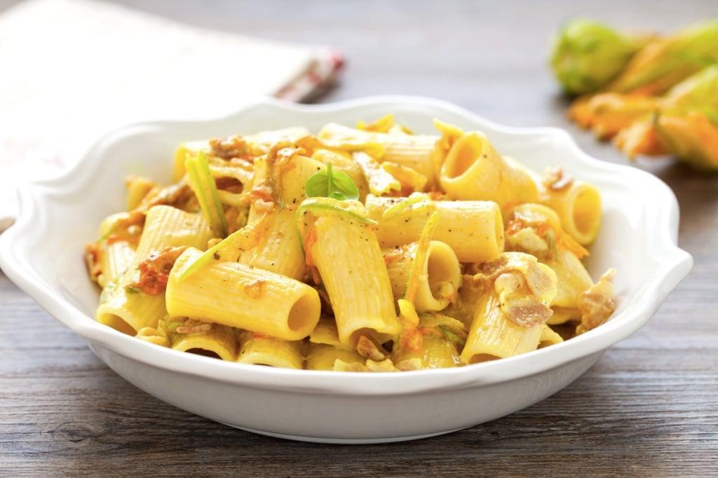 Ricetta pasta ai fiori di zucca e pancetta cucchiaio d for Spaghetti ricette