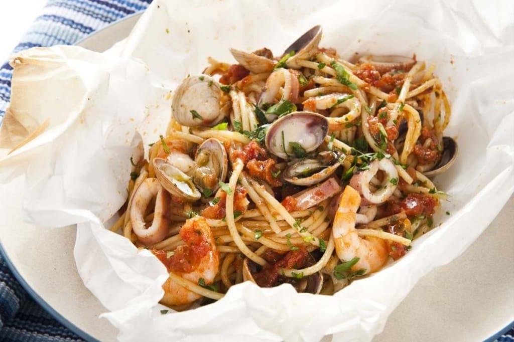 Ricetta spaghetti ai frutti di mare al cartoccio for Spaghetti ricette