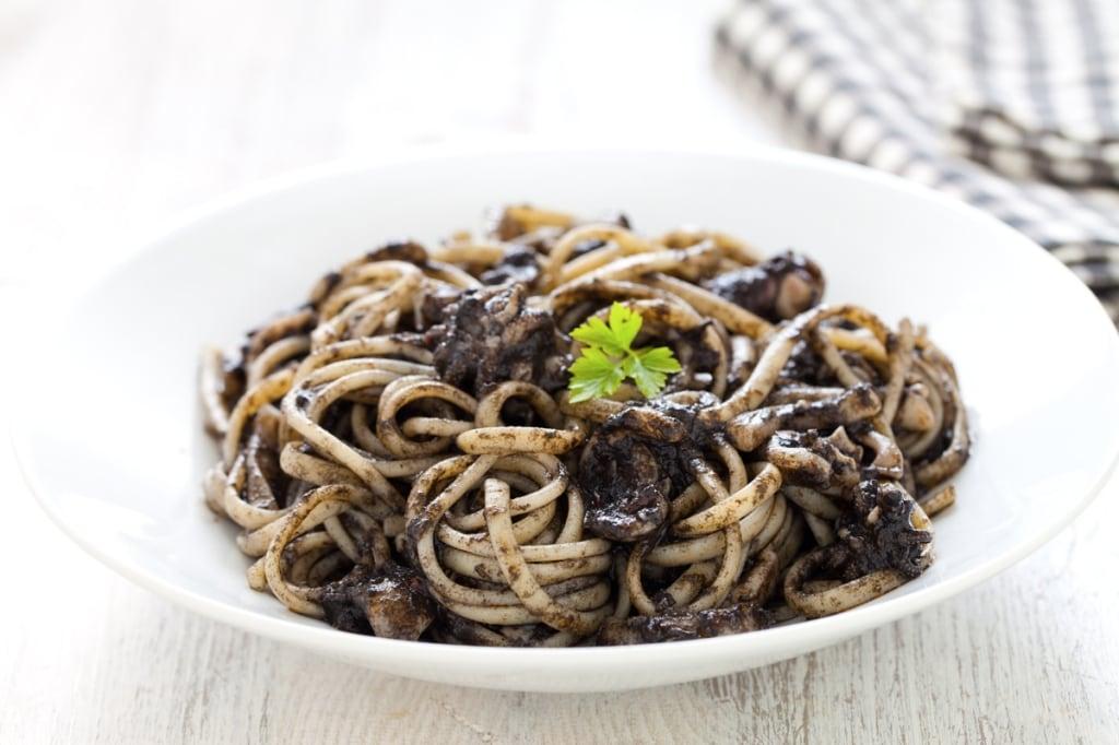 Ricetta pasta al nero di seppia cucchiaio d 39 argento for Cucinare scampi