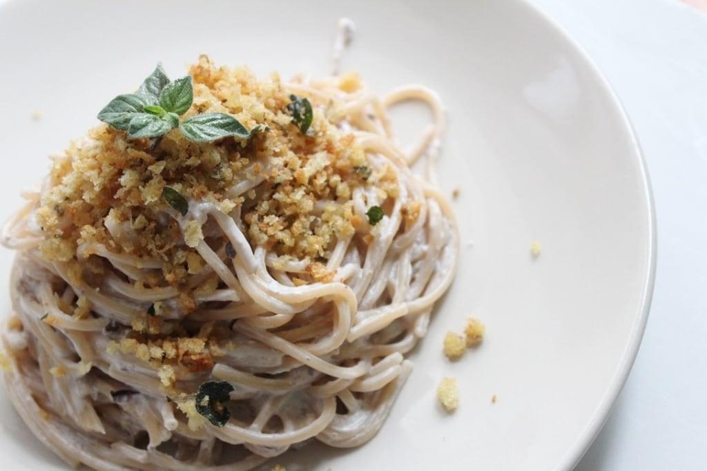 Ricetta spaghetti con crema di ricotta alle olive e for Spaghetti ricette