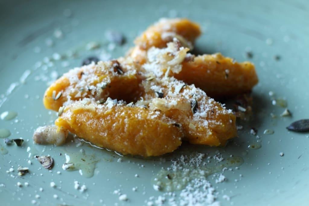 Ricetta Gnocchi Zucca E Pancetta.Ricetta Gnocchi Di Zucca Con Pancetta E Semi Di Zucca Cucchiaio D Argento