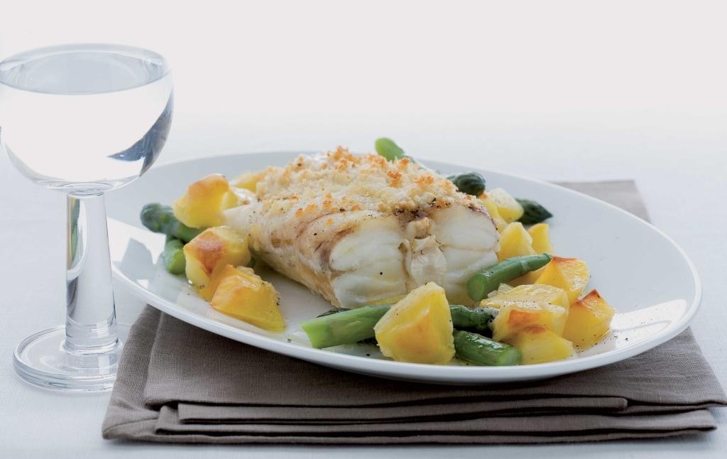 Ricetta coda di rospo al forno con patate e asparagi cucchiaio d 39 argento - Forno a vapore ricette ...