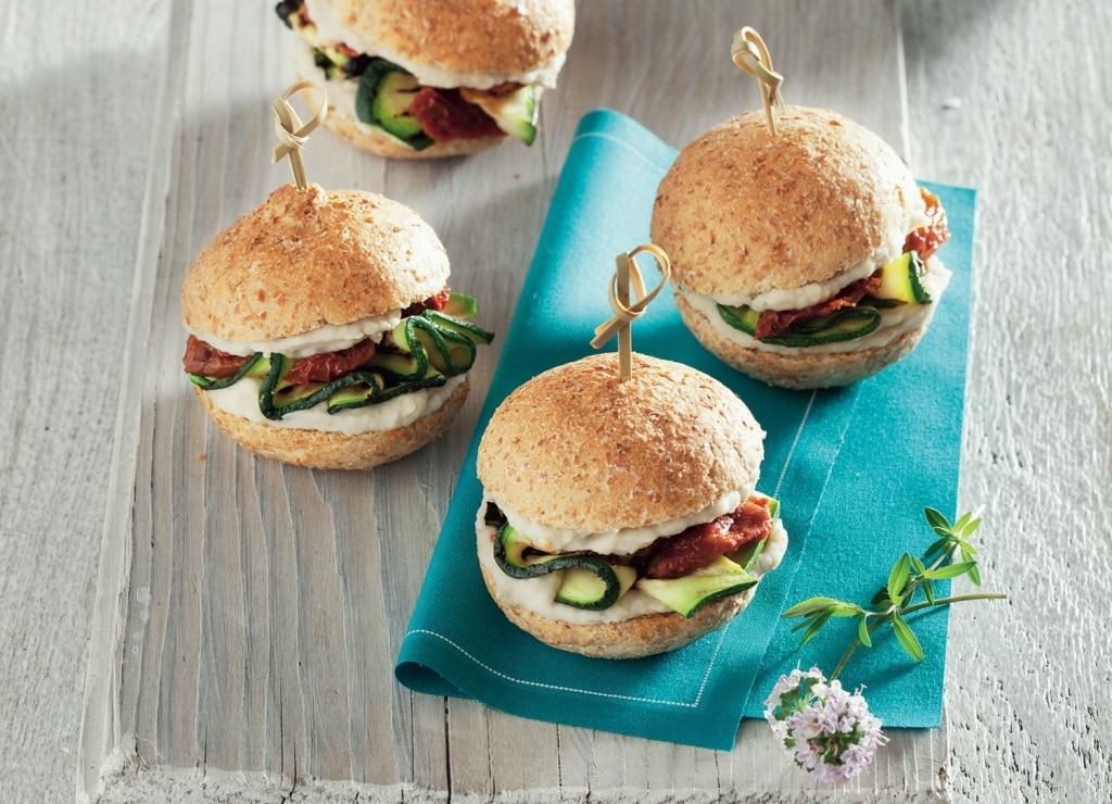 Super Ricetta Panino alle zucchine e pomodorini secchi con crema di  AE61