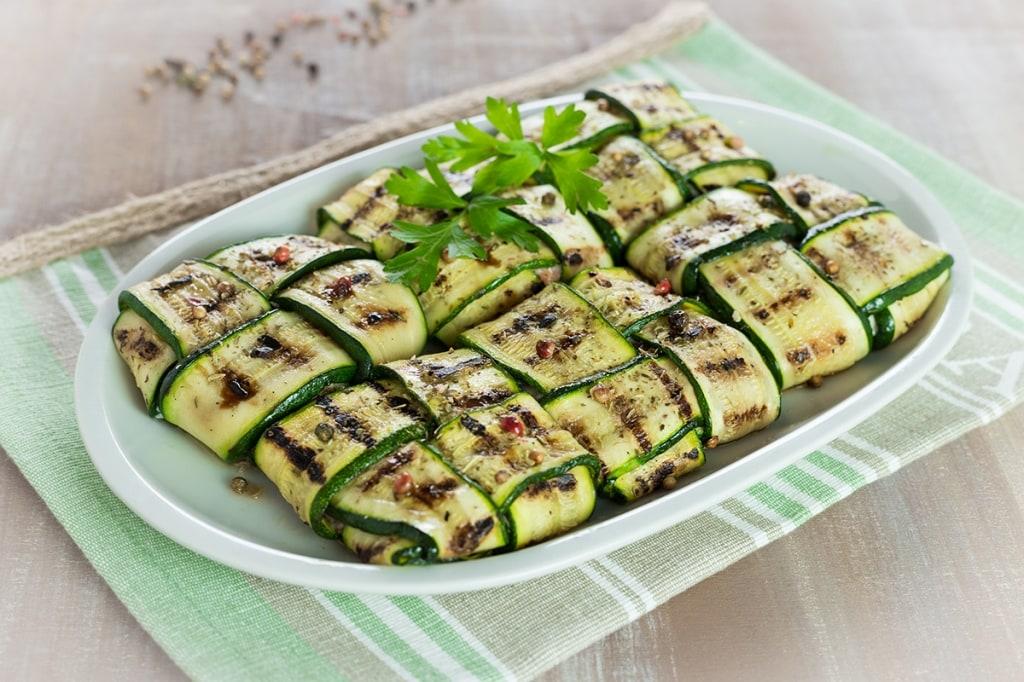 Ricetta fagottini di zucchine cucchiaio d 39 argento for Cucinare zucchine in padella