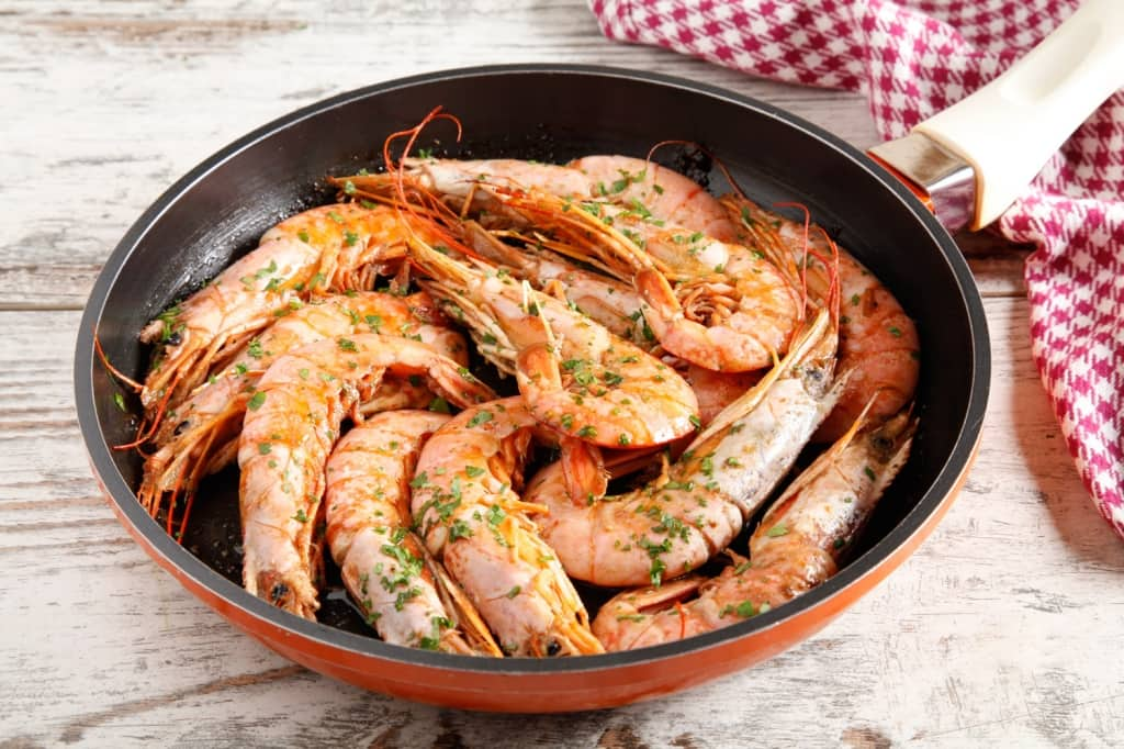 Ricetta gamberoni in padella cucchiaio d 39 argento for Cucinare scampi