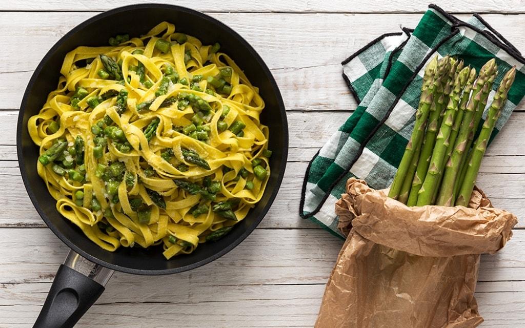 Ricetta Asparagi Verdi In Padella.Ricetta Tagliatelle Con Gli Asparagi Cucchiaio D Argento
