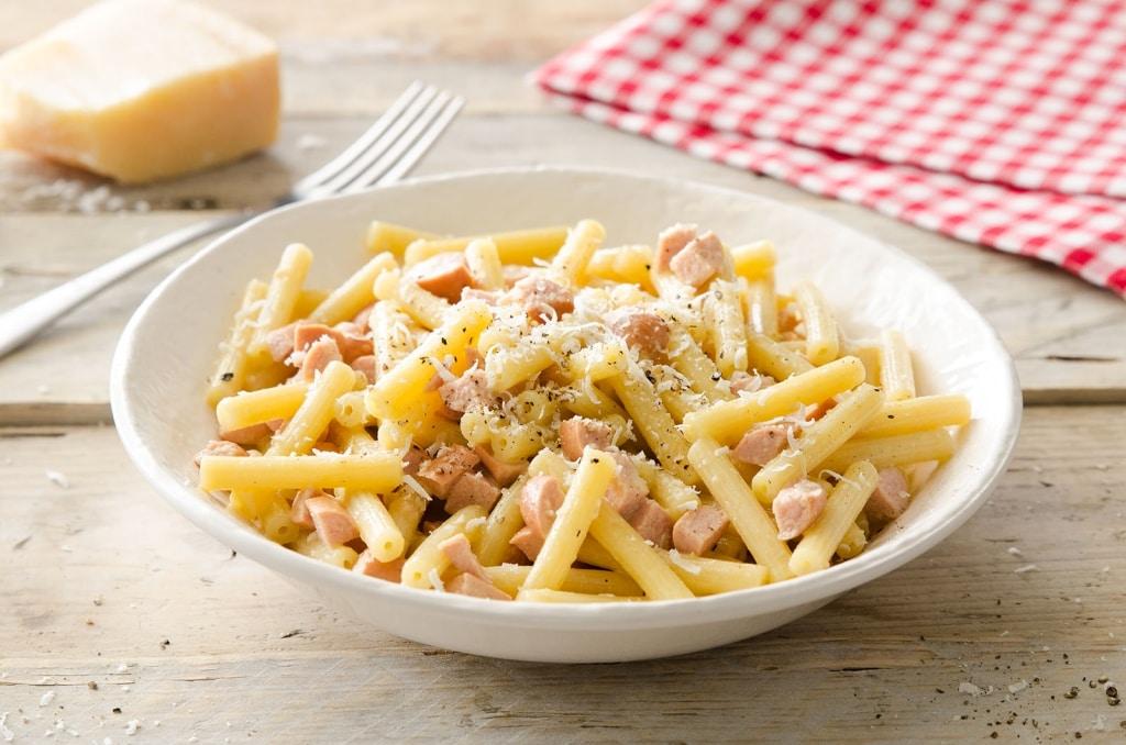 Ricetta maccheroncini ai w rstel panna e uovo cucchiaio for Ricette originali