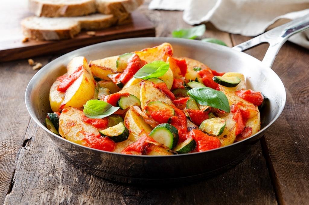 ricetta padellata di verdure con crema di peperoni