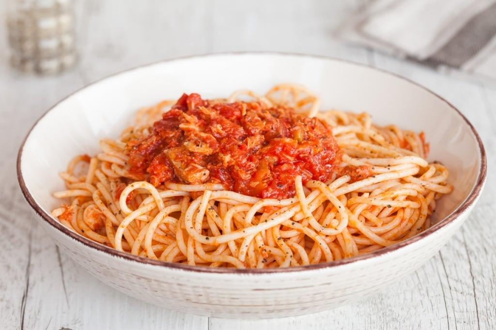 Ricetta Spaghetti Con Il Tonno Alla Bolognese Cucchiaio D Argento