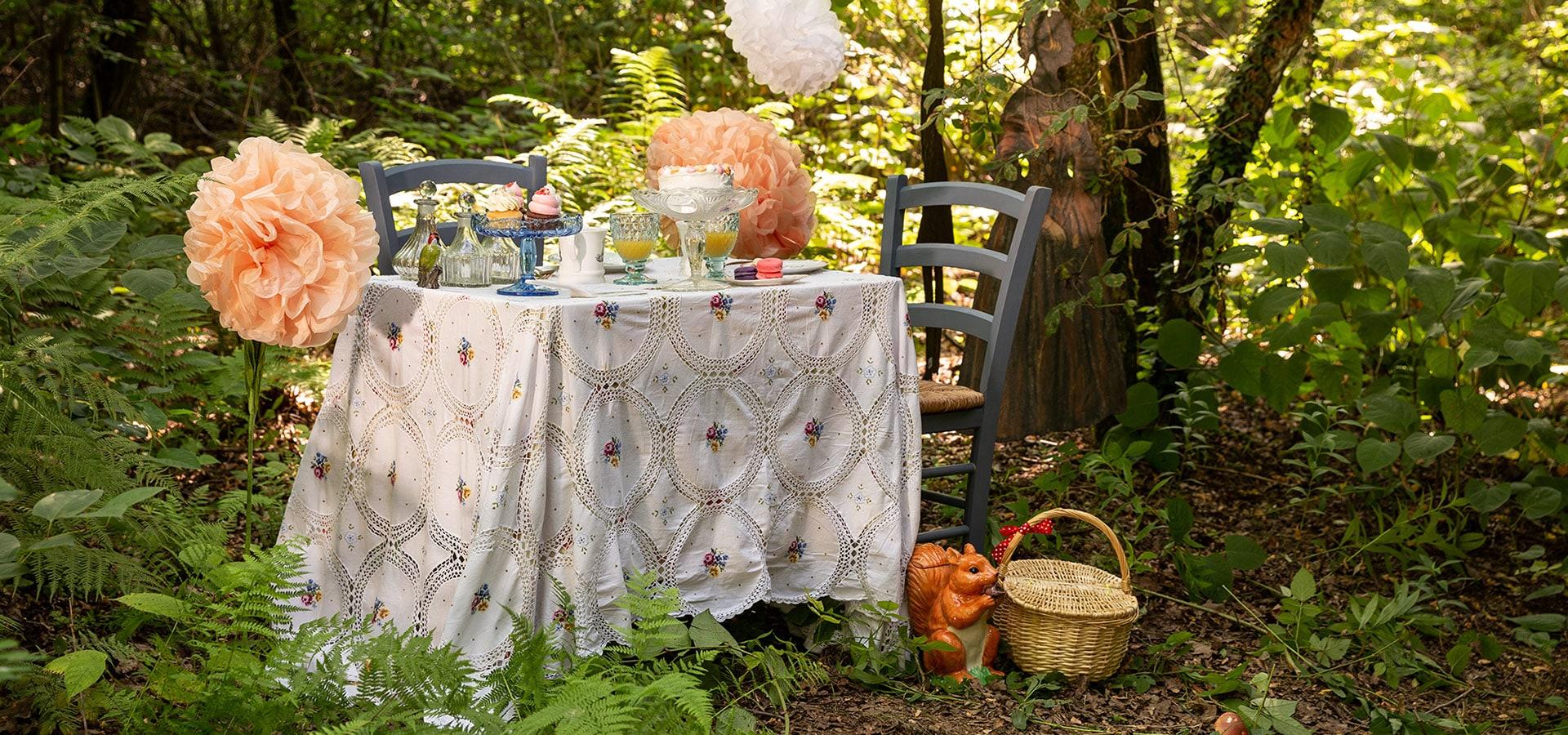 Ispirazioni per un picnic romantico nel bosco