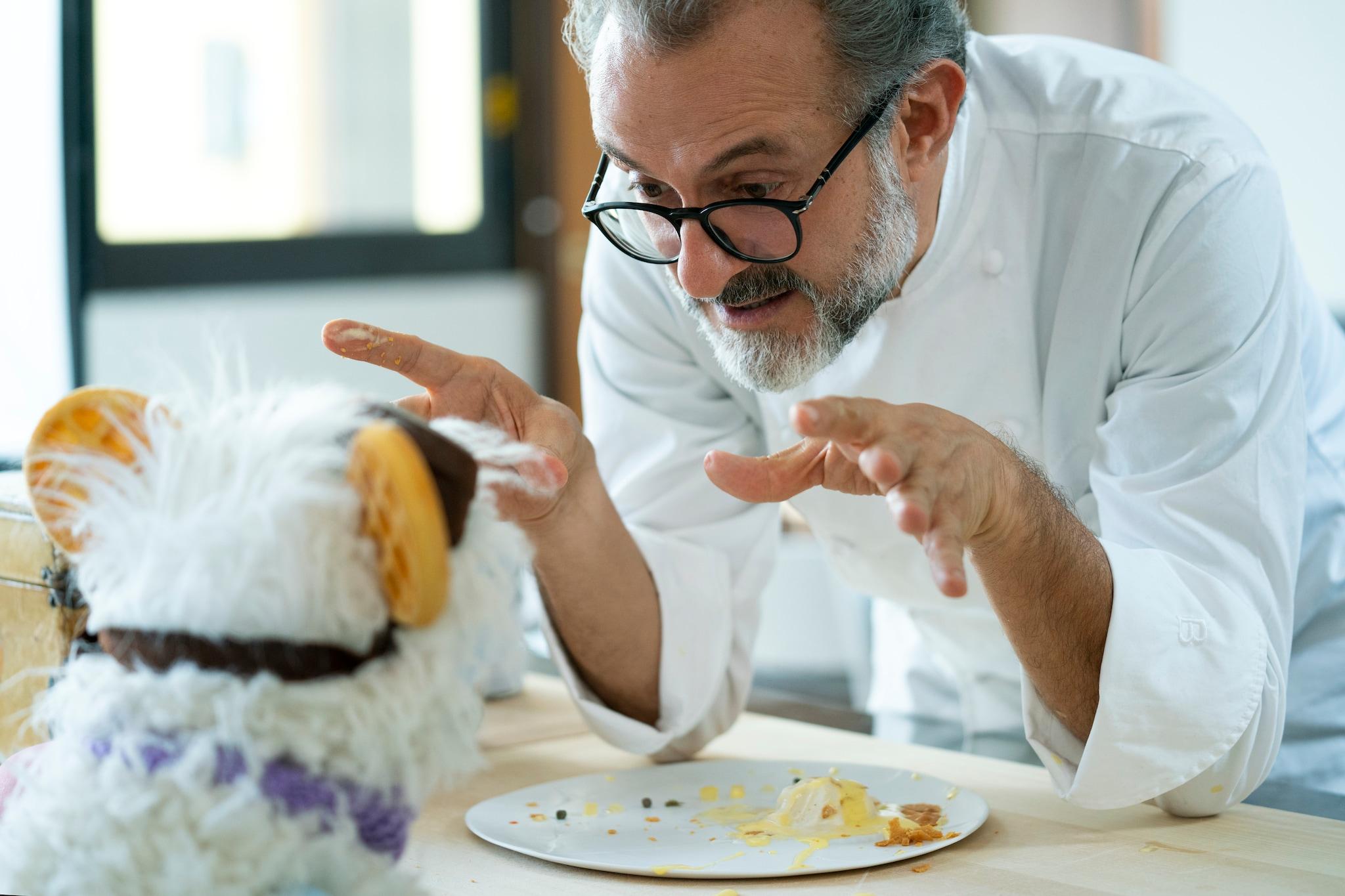"""Abbiamo visto """"Waffles + Mochi"""", la serie con Michelle Obama e Bottura che insegna ai bimbi a cucinare"""