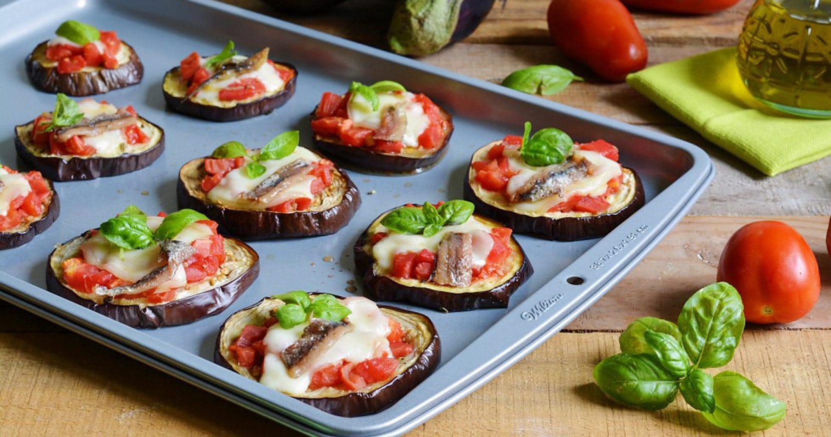 Pizzette di melanzane video by il cucchiaio d 39 argento - Cena tra amici cosa cucinare ...