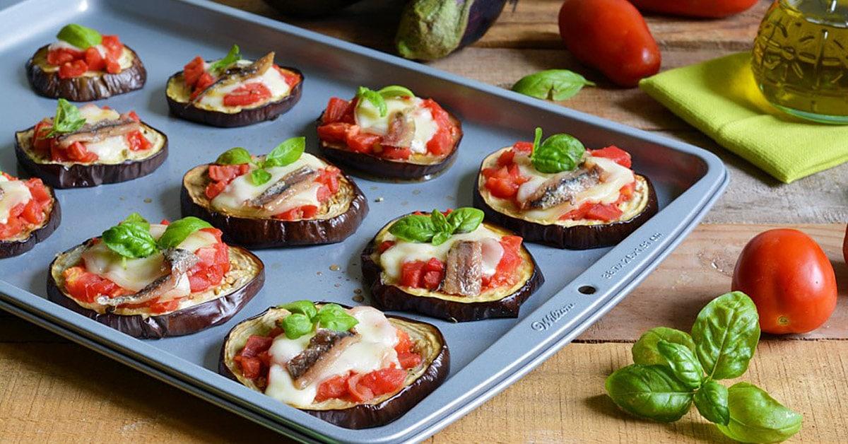 Pizzette di melanzane video ricetta by il cucchiaio d - Cosa cucinare per cena ...