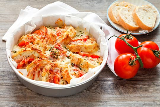 Torta di pane, pancetta e formaggi